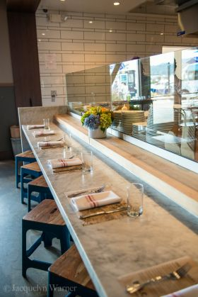 belcampo-counter-seats-280